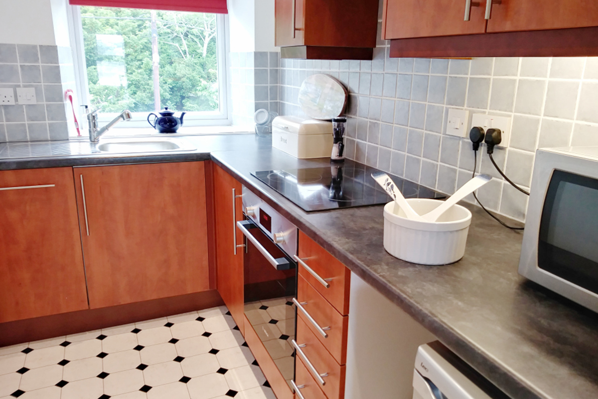 Fully equipped kitchen at Instow apartment
